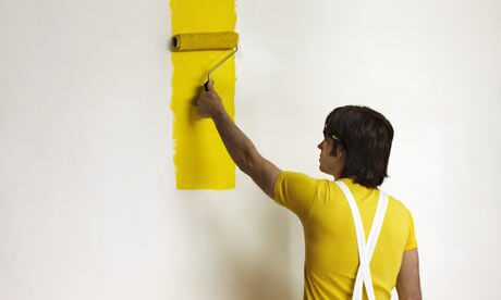 Painter-decorating-a-wall-001